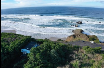 Gullhouse in Seal Rock ~ Intimately Private, Hot Tub