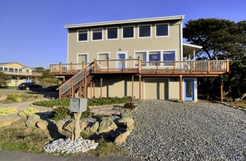 Sandy Toes Retreat - Immaculate, Ocean View